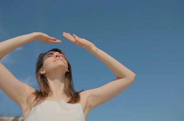 Tiếp xúc trực tiếp quá nhiều với ánh nắng mặt trời gây ung thư da